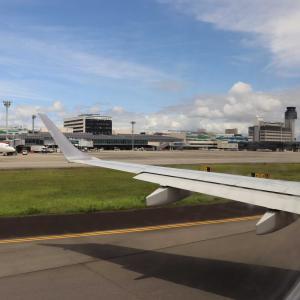 伊丹空港( JAL 2173便 )✈ ✈ ✈  秋田空港へ