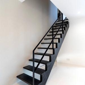 スケルトン階段が洗濯物干し場になっている我が家