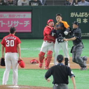 【野球】巨人 中島への頭部死球であわや乱闘…両軍選手らが入り乱れ警告試合に