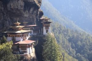 ブータン2日目~標高3000m断崖絶壁に建つタウツァン僧院へ~