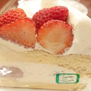 イタリアントマトでイチゴのショートケーキです。