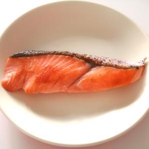 【味つけなし】ほんのり感じる脂の甘み。鮭はただ焼くだけでおいしい