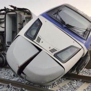 韓国KTX脱線事故
