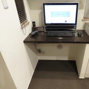 ワークスペースのパソコンケーブルをすっきりと。これが俺のファイナルアンサー!