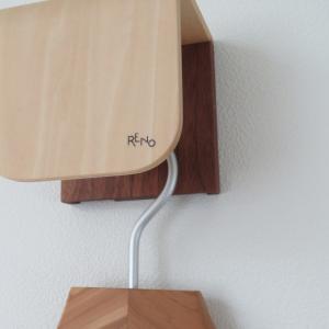 RENOのハンガーフックは、ほぼインテリア。白壁にかわいいアクセント