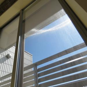 ヘーベルハウスの三階建て二世帯住宅。三階建ての窓から見える風景