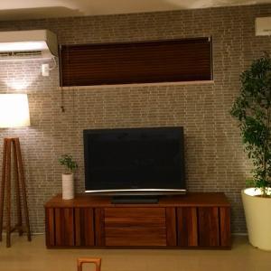 15帖、18帖のリビングルームに適したテレビのサイズはどのくらい?