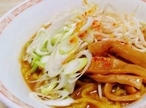 北海道産直グルメぼーの「北海熟成麺」の熟成札幌味噌味、深みのある濃厚スープ!