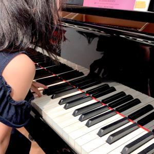 【小2】ピアノの中身に興味津々