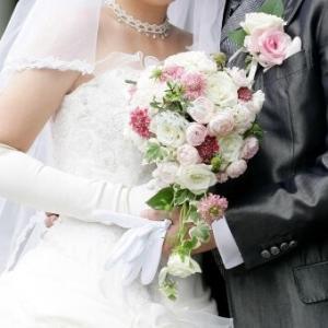 共通の友人の結婚式に夫婦で招待された。でも予定通りいけばその時嫁は産後3ヶ月… どうするべきかな?