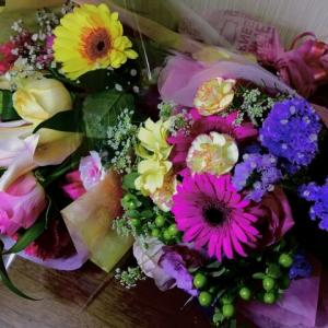 彼女のちょっとした祝い事へのプレゼントで相談なんですけど、花束を送るのはアリですか?