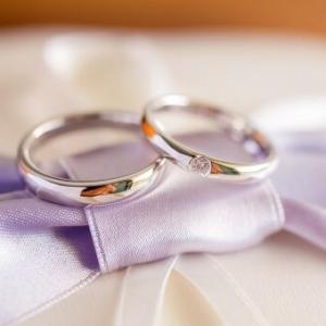 有休をとってみたがやることがない。ふと結婚指輪を見るとくすんでいたので、夕方まで磨いてみた