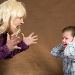 【子供がかわいそう…】嫁が1歳の子供相手に怒鳴り散らしてる…あーあ、家に帰っても気が休まらないよ。