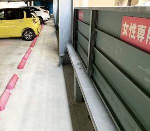 長崎県の立体駐車場にピンク色の「女性専用スペース」が登場、性差別だと話題に