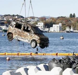 AT限定「津波だ!車奪って逃げよう!なにこれペダルが3つもある!どうやって運転するの?」ザッバァァ