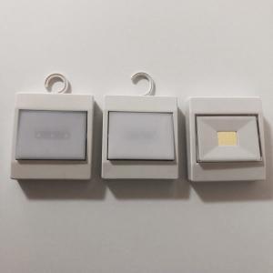 クローゼットやパントリー内が暗い時に便利な100均照明・ライト