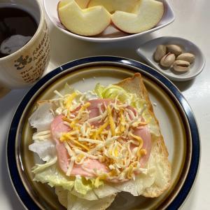 チーズ使い切りパン耳のっけ〜☆林檎♡ピスタチオMy朝ごパン