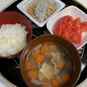 仕事day、My朝ごはん♡シラス納豆&鯵粗汁。
