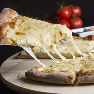 安くて美味しいスーパーマーケットのピザ