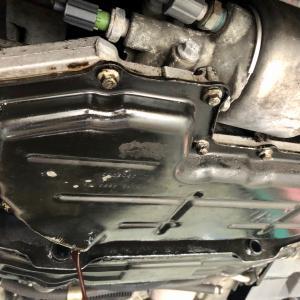 ジャガーXJ(X350)オイル漏れ修理!大阪府、奈良県、京都府、兵庫県、和歌山県、ジャガー修理