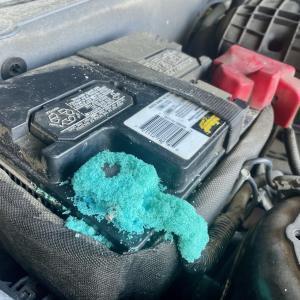 フォードマスタング バッテリー交換!大阪府、奈良県、京都府、兵庫県、和歌山県、フォード修理