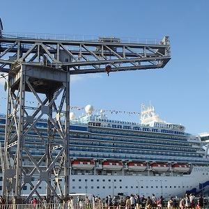 [再掲]新港埠頭へはロープウェイで