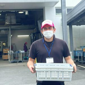 『JAファーマーズマーケットやんばるに寿司セットを納品いたしました。店長ドキドキの初日。