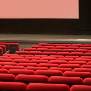 出会って間もない男女のデートで観る映画は必ず内容を考えて選ぼう!