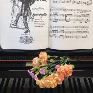 ピアノ写真シリーズ✨ピアノと花7