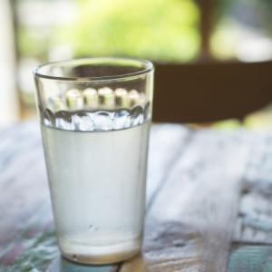 水を飲み過ぎるとどうなるの?水中毒とは何か?