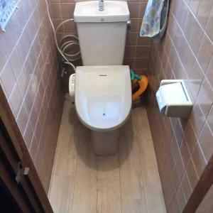 京都市西京区 便器隙間から水漏れ 床濡れる お任せ下さい‼️
