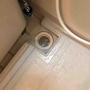 京都市中京区 浴室排水流れない お任せ下さい‼️