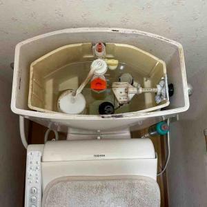 京都市上京区トイレタンク水貯まらないお任せ下さい‼️
