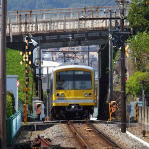 和田河原駅に黄色い電車がやって来た