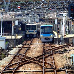 唐木田駅に君臨する両渡り線