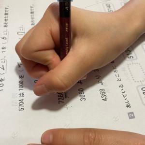 鉛筆の持ち方、なおりません