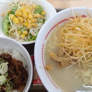 スガキヤ - ピリ辛ねぎラーメン牛焼肉丼サラダセット付き