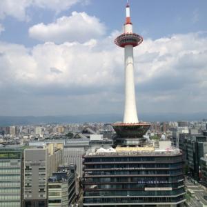 京都駅で道草を食う ラーメン横丁??っていうんやったか あそこも通り抜けて雰囲気だけ楽しんで帰って来ました 暑いけど秋の気配も少しある