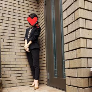 PLSTの万能ブラックスーツで春のキレイめお仕事スタイル