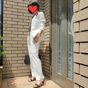 マニッシュなのに女らしい!?白いリネンのスーツでお仕事へ