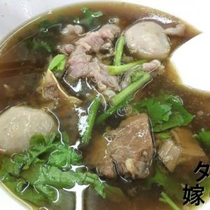 【タイ料理 スープ】タイ旅行に来たら一度は食べるべき1品「エカマイ、ワッタナ―パーニットのガオラオヌア」