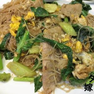 【タイ料理 炒め麺】ゲートウェイエカマイのおすすめタイ料理「クルアアプソーンエカマイのセンミーパットシーイウ」