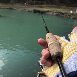 「縦釣りスタイルスプーニング」ってなんだ!?「縦釣り」×「スプーンの巻き」の融合!?超攻撃的な掛けのスプーニングでFF中津川を攻略せよ!!