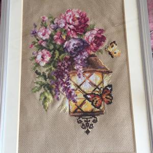 ランプと牡丹、蝶の図案