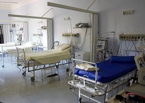 病院で意識を失う