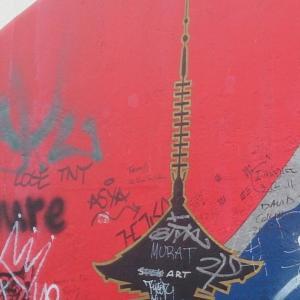 ドイツ、ベルリンの壁の現在。塗り直し前後を比較