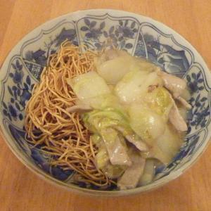 今日の昼食(豚肉と白菜のかた焼きそば)