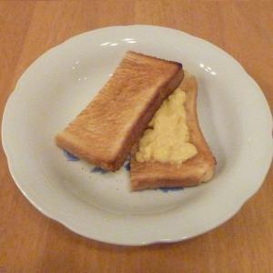 今日の昼食(カスタードクリームトースト)