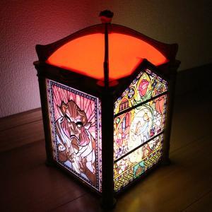 ステンドガラス風デザインが美しい!美女と野獣デザインの光るポップコーンバケットをご紹介