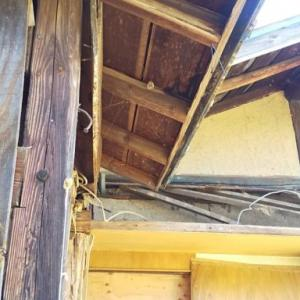 次の壁パネルに干渉する屋根の解体